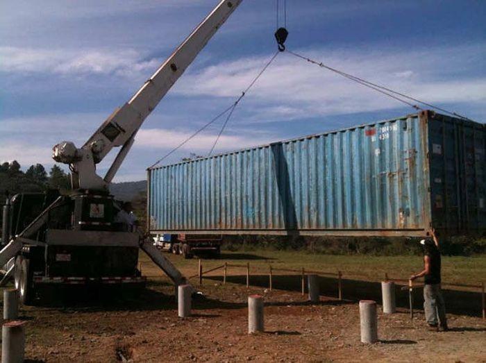 Жизнь в контейнере (10 фото)