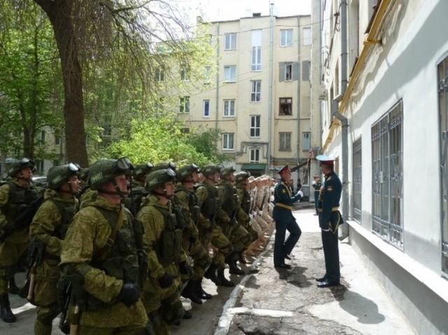 Индивидуальный мини-парад Победы для ветеранов из Самары (3 фото)