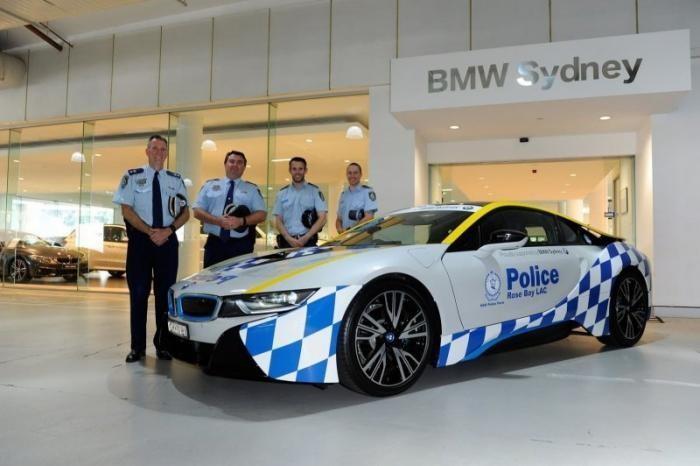 Копы с обратной стороны Земли: на чём ездит полиция Австралии (11 фото)