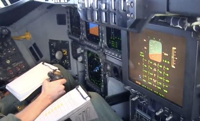 Появились первые кадры кабины секретного американского B-2 (3 фото)