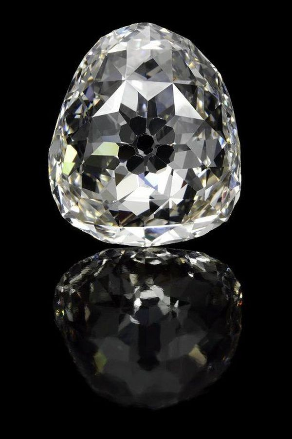 Самые необычные и дорогие бриллианты в мире (12 фото)