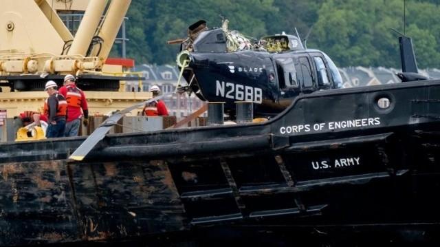 Падение вертолета в реку Гудзон в Нью-Йорке (4 фото)