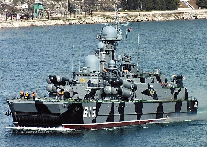 Пятерка легендарных советских кораблей (6 фото)