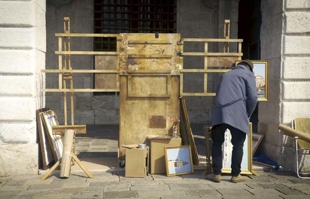 Бэнкси без приглашения поучаствовал в выставке в Венеции (3 фото)