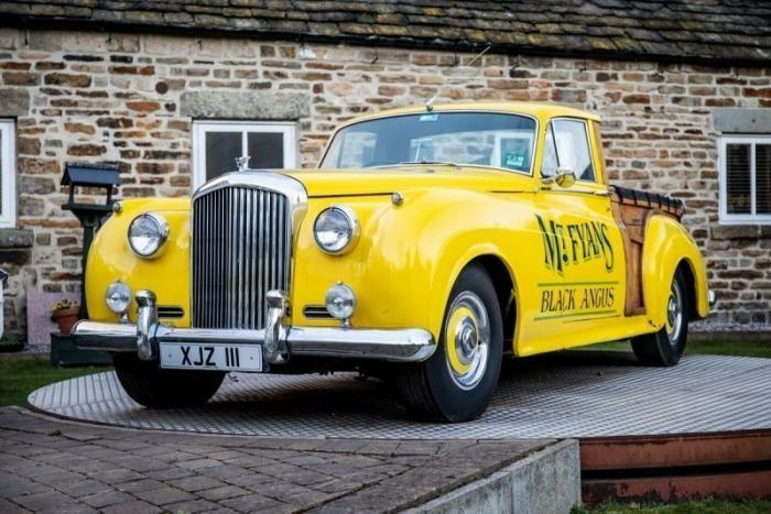 Уникальный ретро-пикап на базе Bentley продадут с аукциона (23 фото)