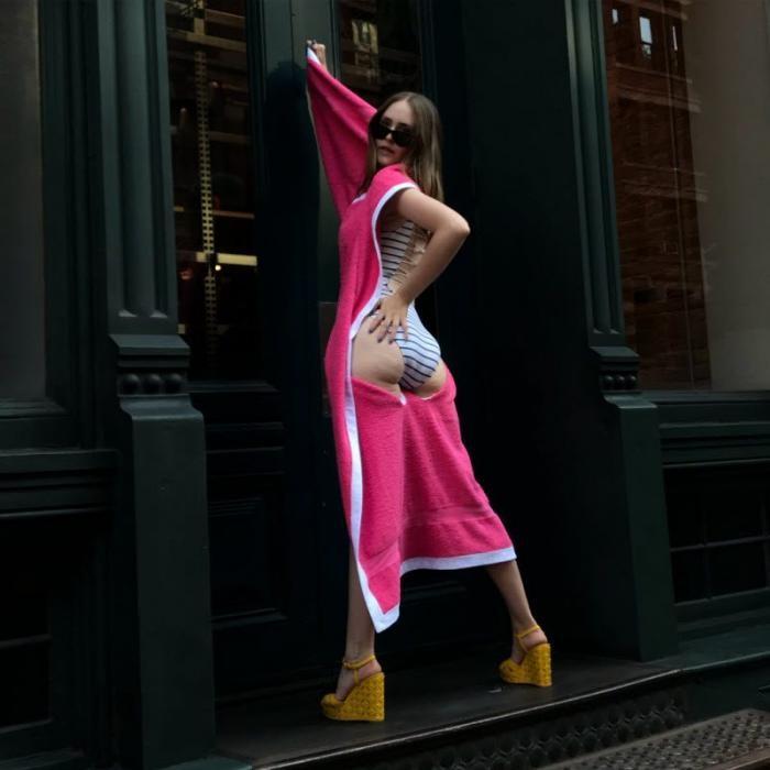 Дизайнер из Нью-Йорка соединила пляжное полотенце и купальник (7 фото)
