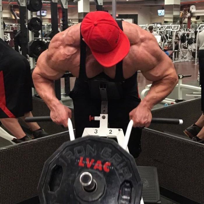 Худой подросток превратился в гору мышц (24 фото)