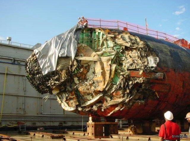 Опубликованы снимки атомной подлодки США после столкновения (3 фото)