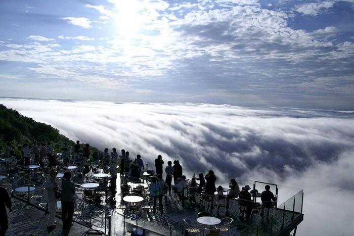 Терраса над облаками (13 фото)