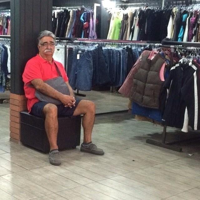 Когда тебе приходится ждать свою даму возле магазина (20 фото)