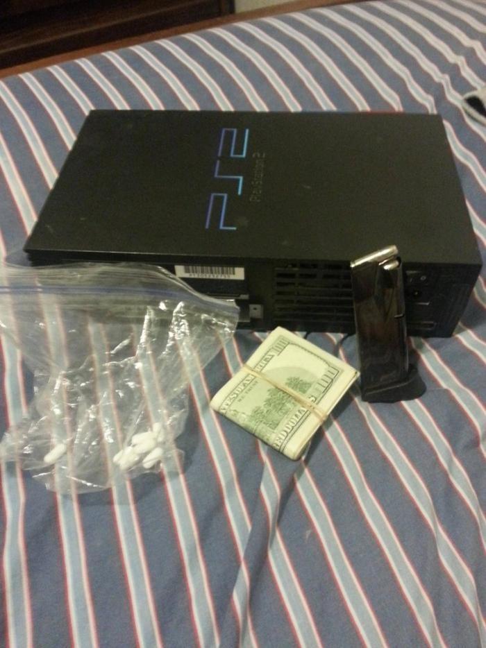 Купленный на распродаже PS2 (6 фото)