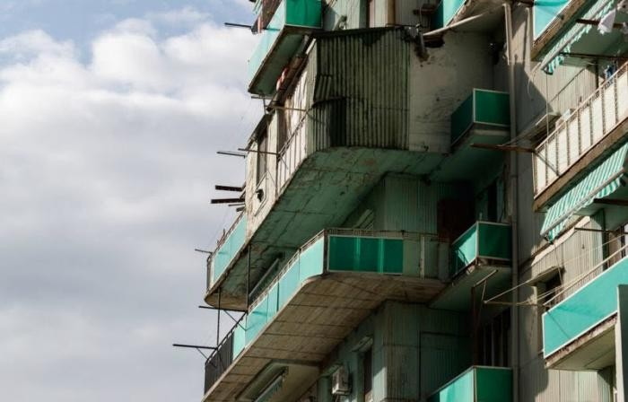 Курортное проклятье Батуми - пристройки, надстройки (40 фото)