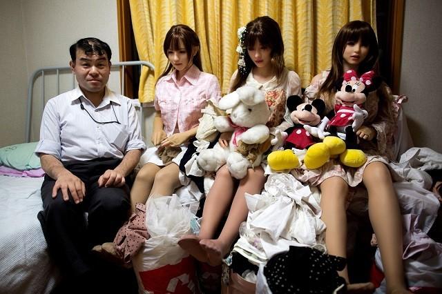 В Японии растет число великовозрастных девственников (4 фото)