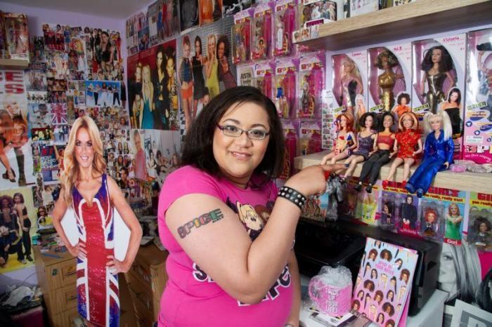 Фанатка Spice Girls потратила ?6 000 на памятные вещи (9 фото)