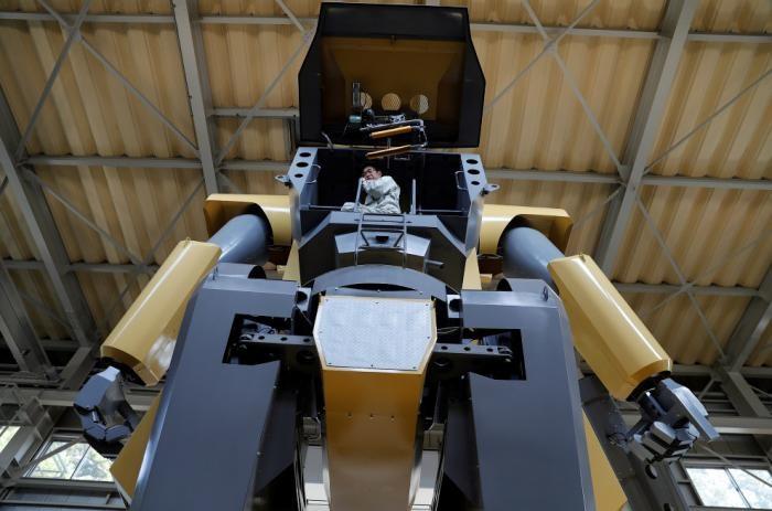 Японский инженер конструирует огромных роботов (14 фото)