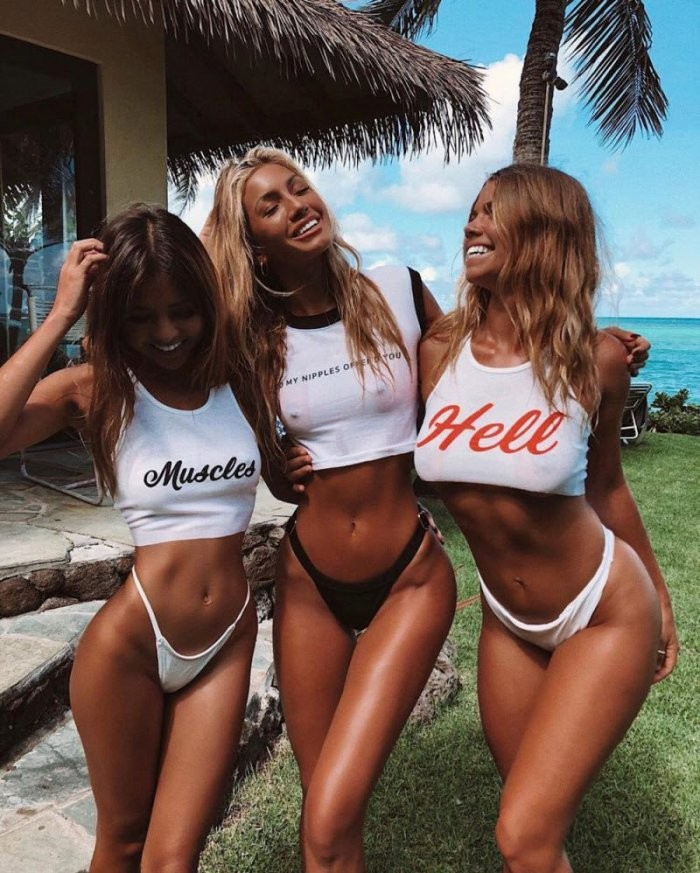 Девушки с подружками (33 фото)