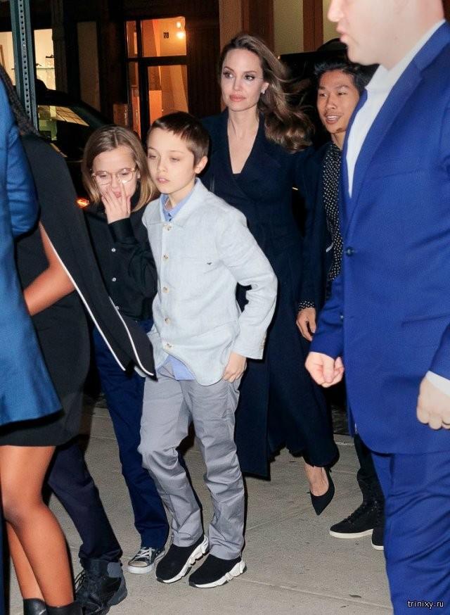 13-летняя дочь Анджелины Джоли готовится к смене пола (4 фото)