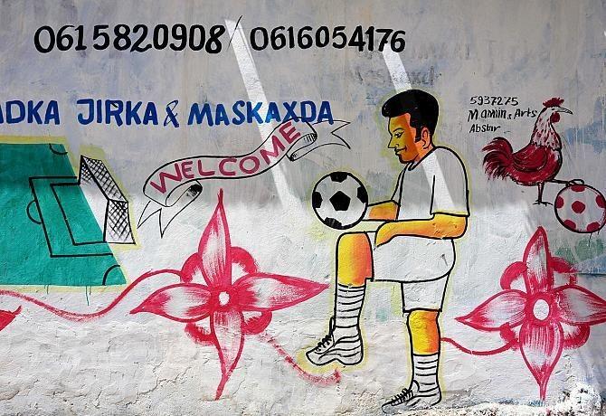 В Сомали не нужно заходить в магазин, всё на фасаде (17 фото)