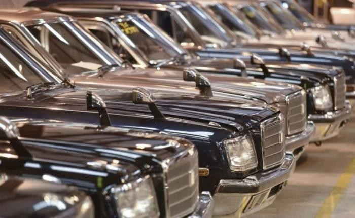 Самый странный ангар с 900 автомобилями! (11 фото)