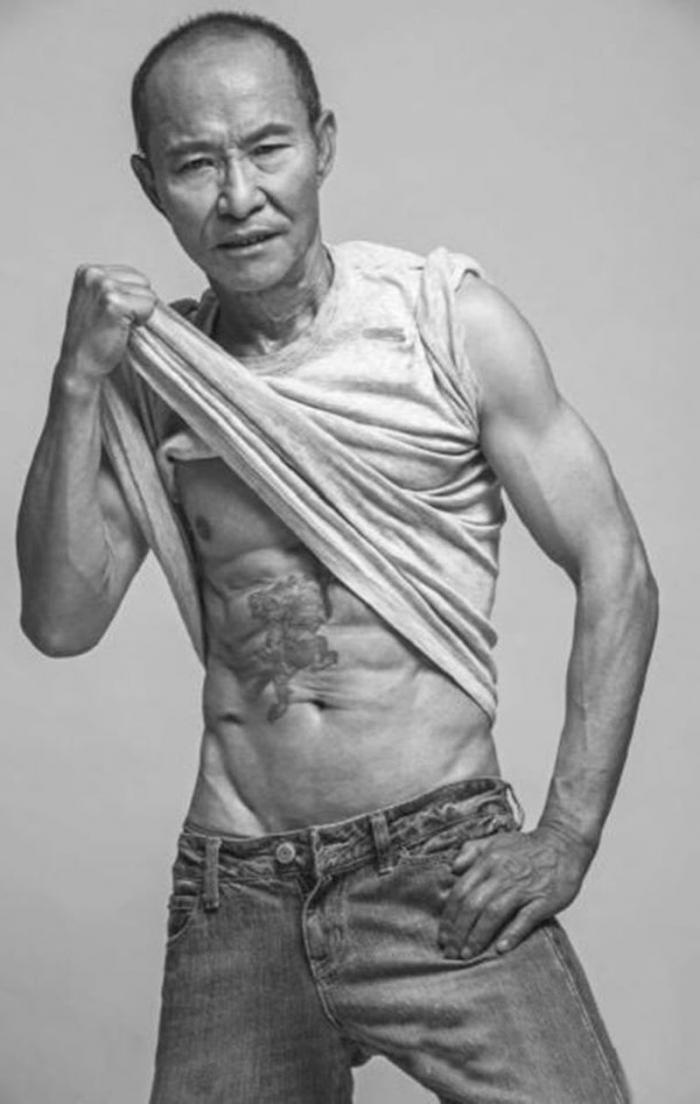 Возраст не оправдание: как мужчина изменил свое тело в 61 год (9 фото)