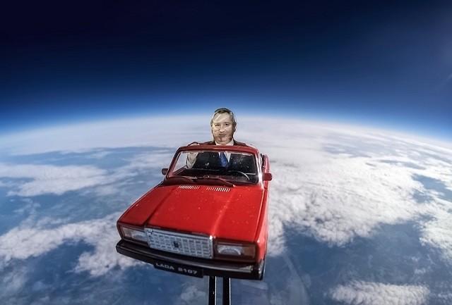 Берегись, Илон Маск! За тобой в космос выехал Дмитрий Рогозин (2 фото)