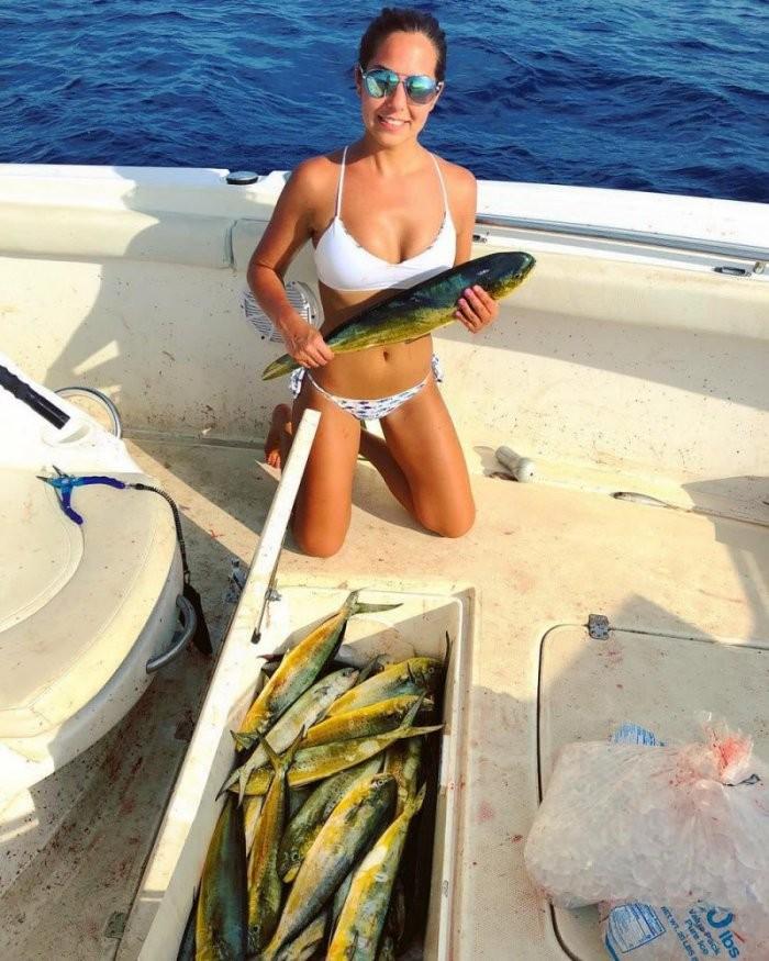 Девушки на рыбалке (35 фото)