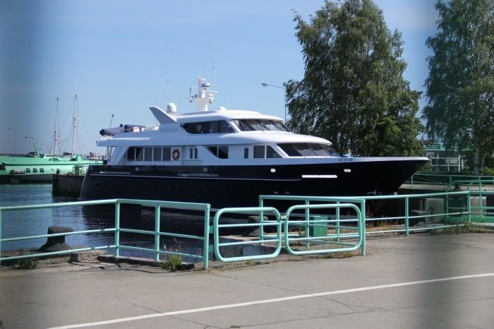 Любопытное о роскошной яхте, принадлежит патриарху Кириллу (5 фото)