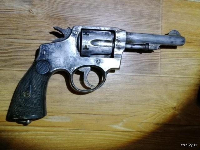 Полицейские изъяли арсенал раритетного оружия в Саранске (5 фото)