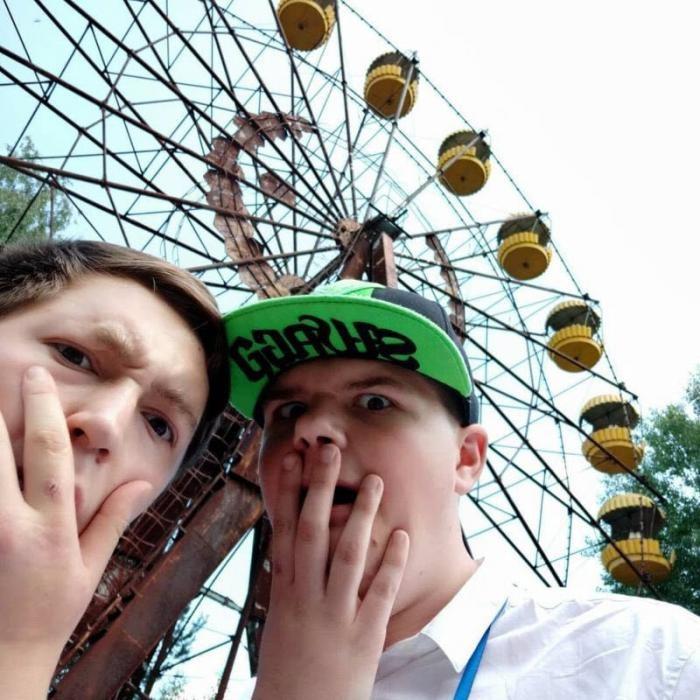"""Молодежь прется в Припять, чтобы сделать """"смешные"""" фото (35 фото)"""