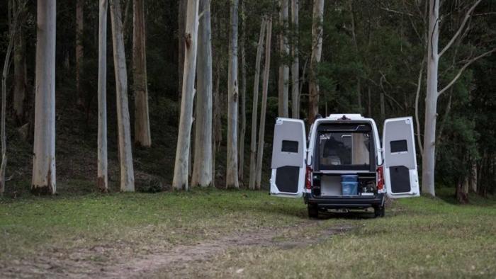 В Австралии создали автодом на базе Mercedes Sprinter (18 фото)