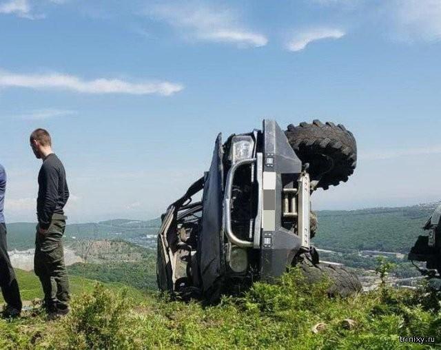 Жуткая авария во Владивостоке. Удивительно, все остались живы (5 фото)