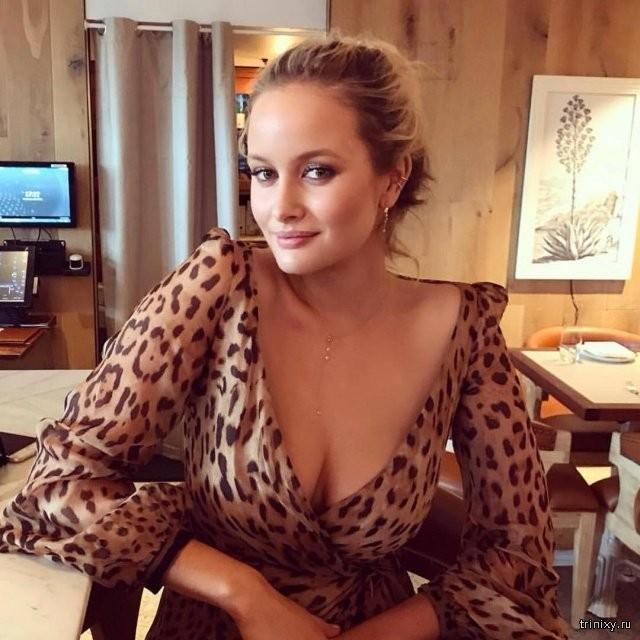 """Модель Playboy Симона Холцнагель: """"Большая грудь-это отстой"""" (11 фото)"""