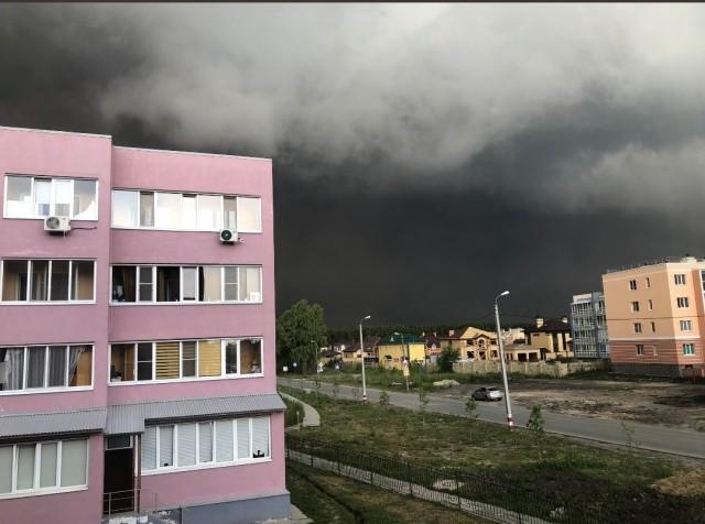 Сильный ураган обрушился на Ульяновск (6 фото)