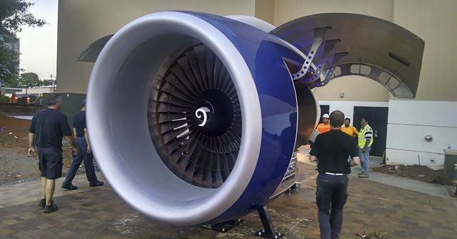 Авиадвигатель самолета в барбекю (5 фото)