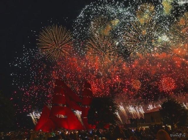 """В Санкт-Петербурге прошел праздник """"Алые паруса"""" (10 фото)"""