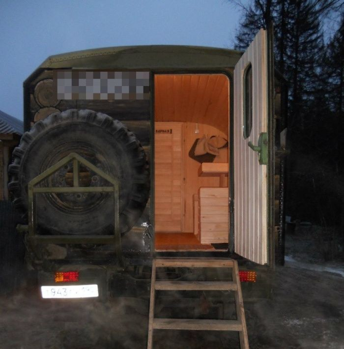 Мобильная баня на базе ЗиЛа (14 фото)