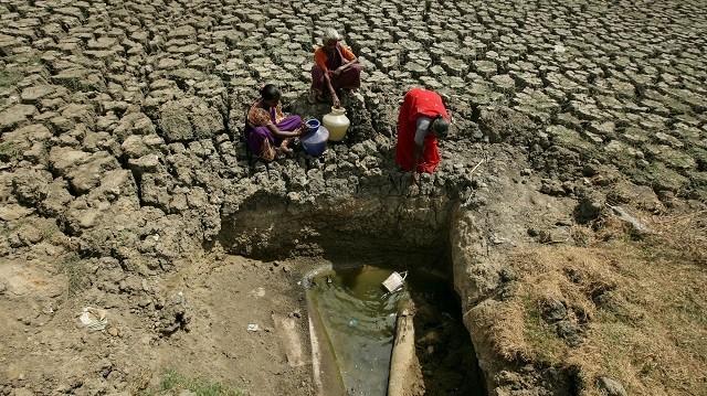 В 9-миллионном индийском городе Ченнаи закончилась вода (4 фото)