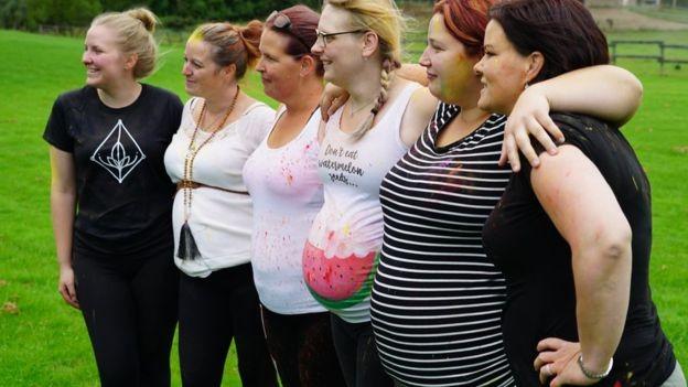 Почему канадки рожают детей другим людям бесплатно (7 фото)
