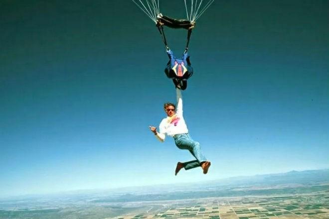 Почему в самолетах нет парашютов (2 фото)