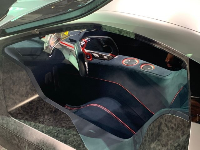 BMW показал концепт беспилотного автомобиля M Next (9 фото)