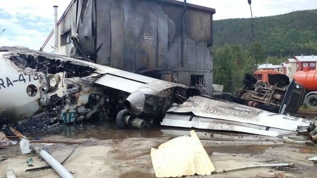 Все что осталось от Ан-24 после крушения в Нижнеангарске (6 фото)