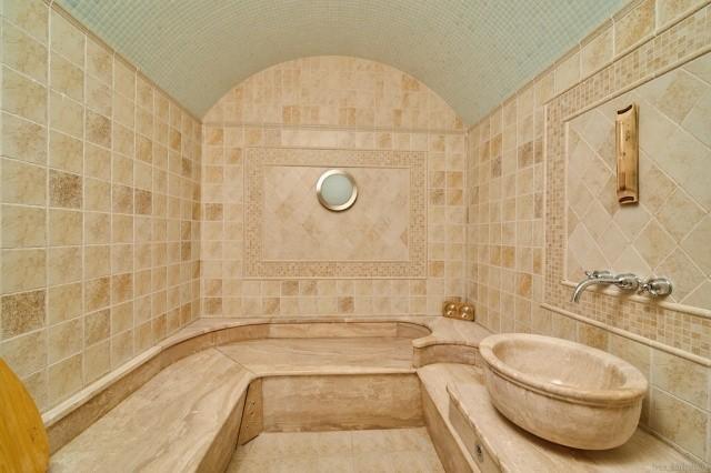 В Челябинской области продается особняк с особенностью (2 фото)
