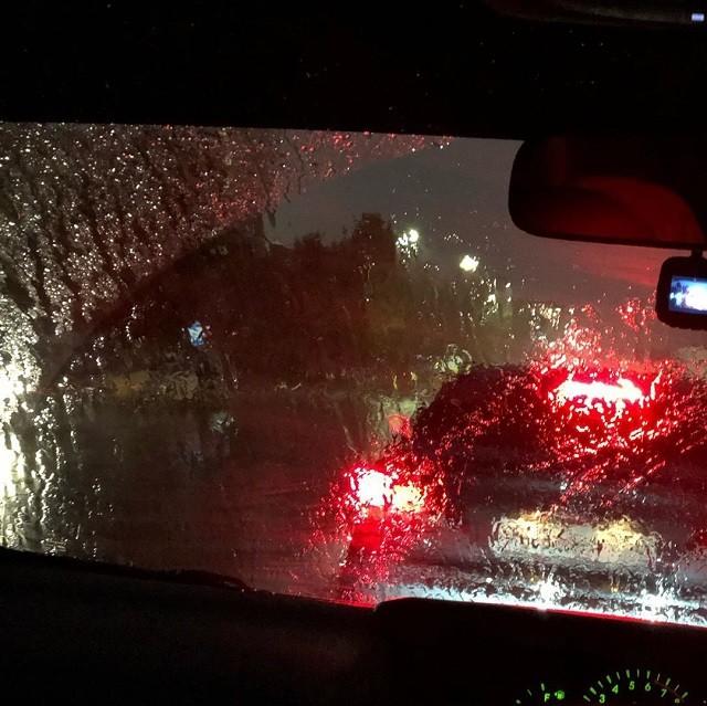 Из-за ремонта дорог и непогоды возле Шереметьево потоп (7 фото)