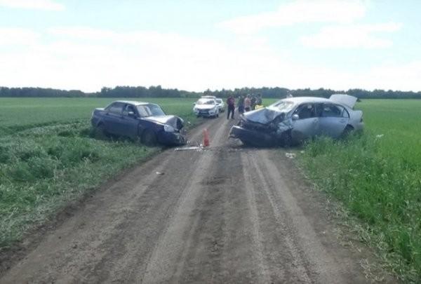 Авария на пустой дороге (4 фото)