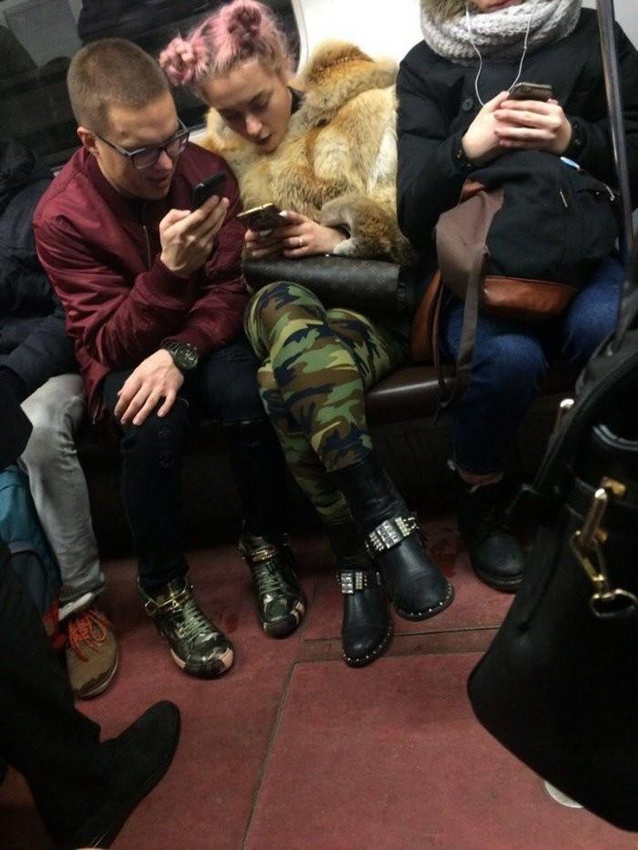 Стиляги в метро (36 фото)