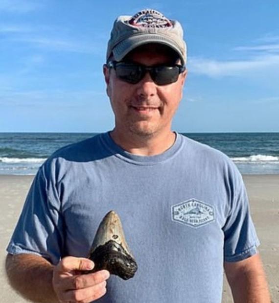 Находка на пляже в США (4 фото)