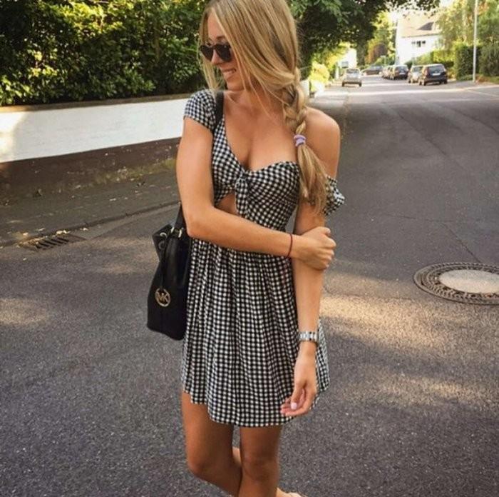 Девушки в летних платьях (26 фото)