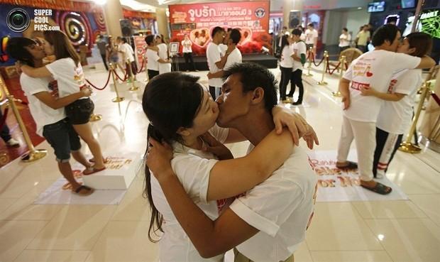 Самый долгий поцелуй на свете (3 фото)