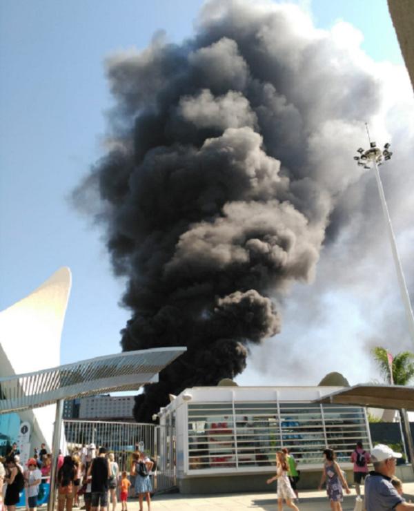 В Испании случился пожар в крупнейшем океанариуме Европы (3 фото)