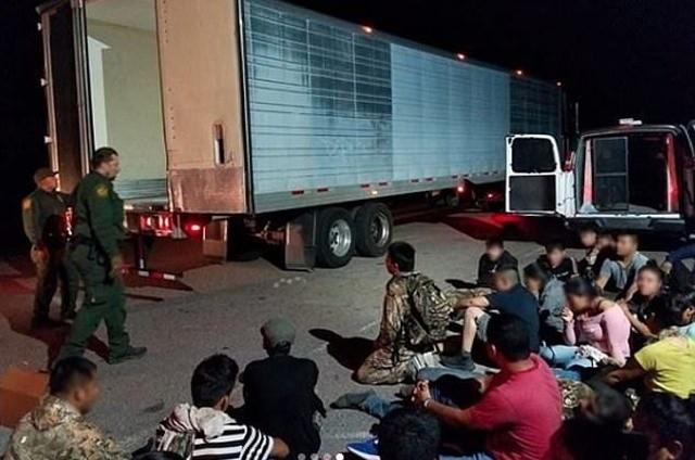 План по провозу нелегальных мигрантов провалился (3 фото)